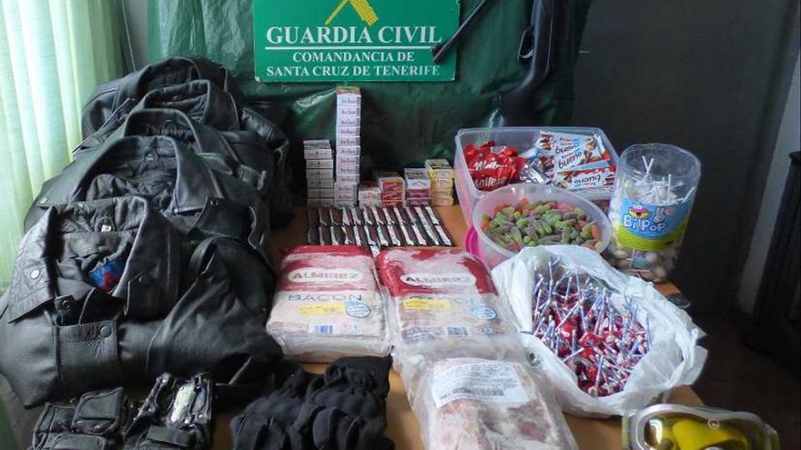Fotografía de los efectos intervenido por la Guardia Civil en una de las actuaciones. Foto: Guardia Civil.