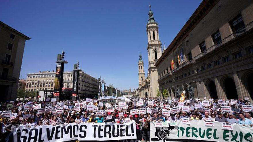 Teruel Existe clama contra el aislamiento en una movilización multitudinaria