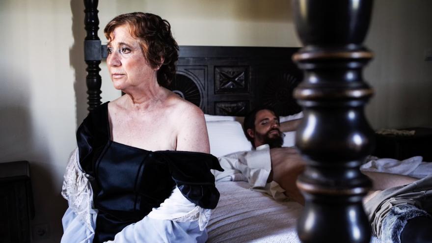 Madre, interpretada por Paz gonzález, junto a Axel, Tobías Lobera, en una escena de 'Hambre'