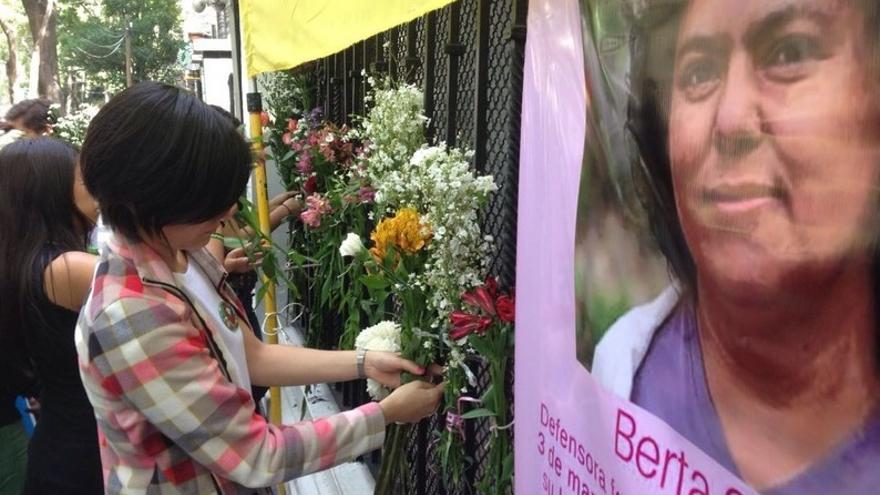 """Acción Global """"Justicia para Berta Cáceres"""", ante la Embajada de Honduras en Ciudad de México."""