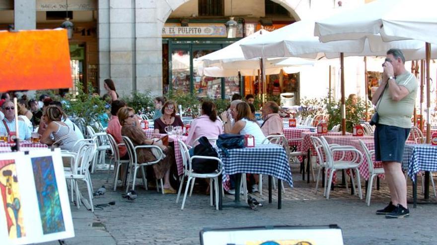 España recibió 60,6 millones de turistas en 2013, un 5,6, por ciento más que en 2012
