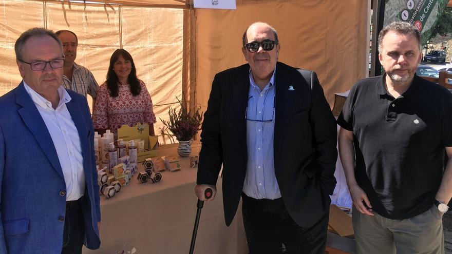 Oria reitera el apoyo del Gobierno de Cantabria a los productores de la miel