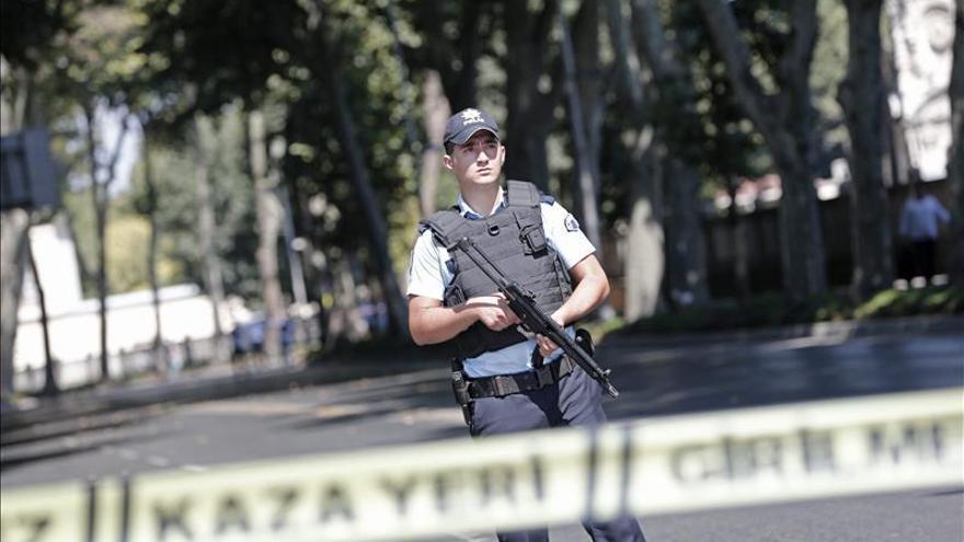 Un hombre se dispara en la cabeza ante el Palacio presidencial en Estambul