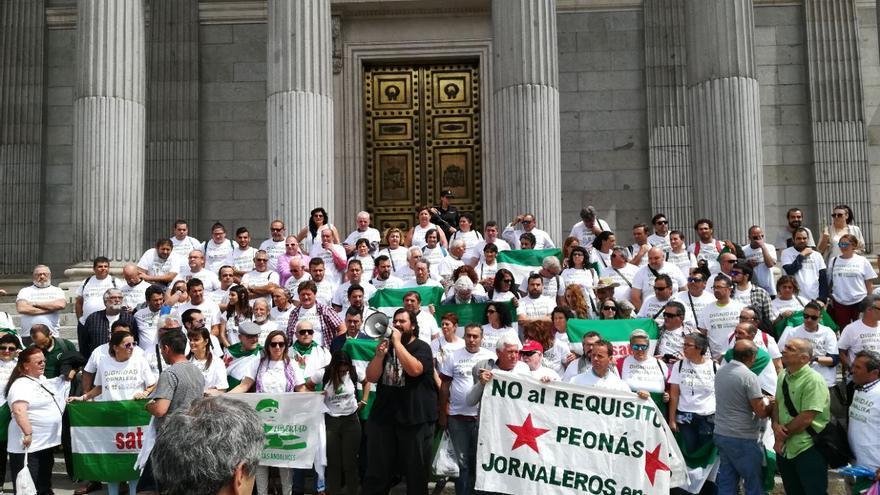Iglesias, Cañamero y sindicalistas del SAT celebran en el Congreso el primer permiso penitenciario a Bódalo.