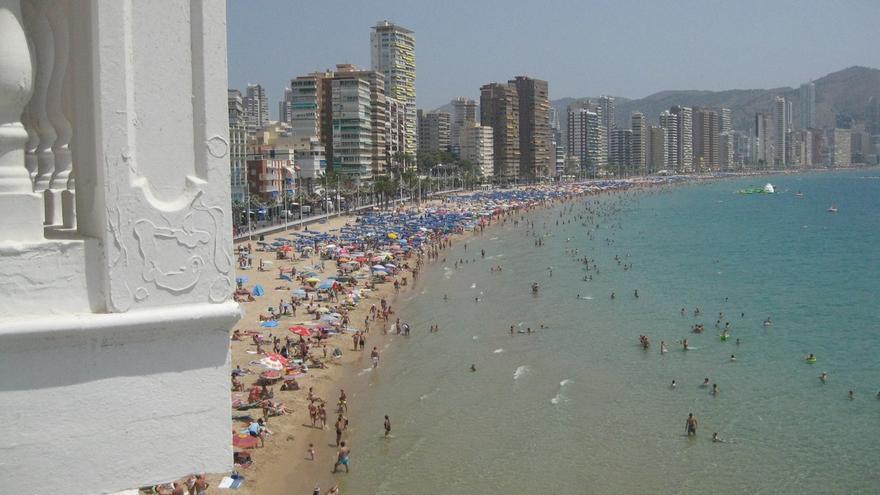 Colectivo británico de Benidorm (Alicante) advierte que compatriotas pueden quedar vulnerables ante un Brexit duro