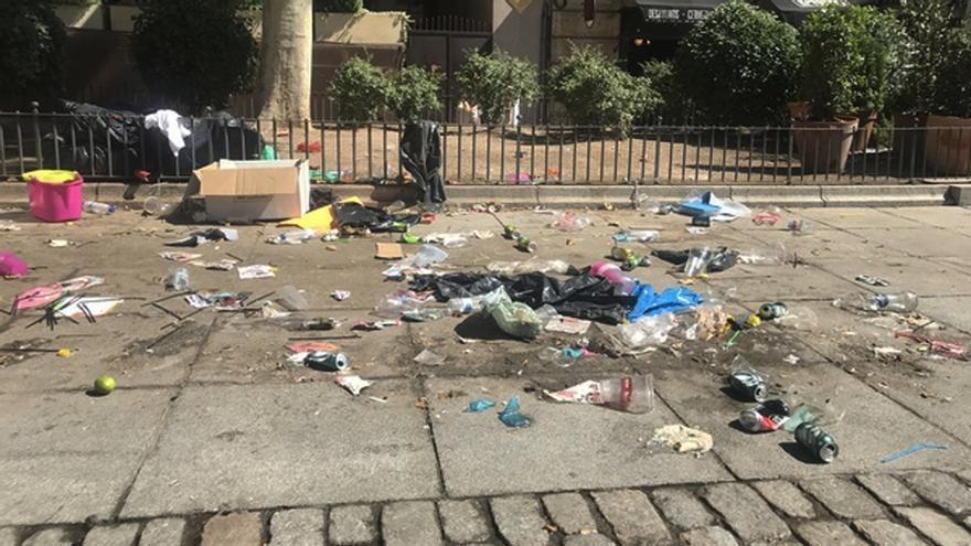 Imagen de archivo de basura en la Plaza del Rey   SOMOS CHUECA