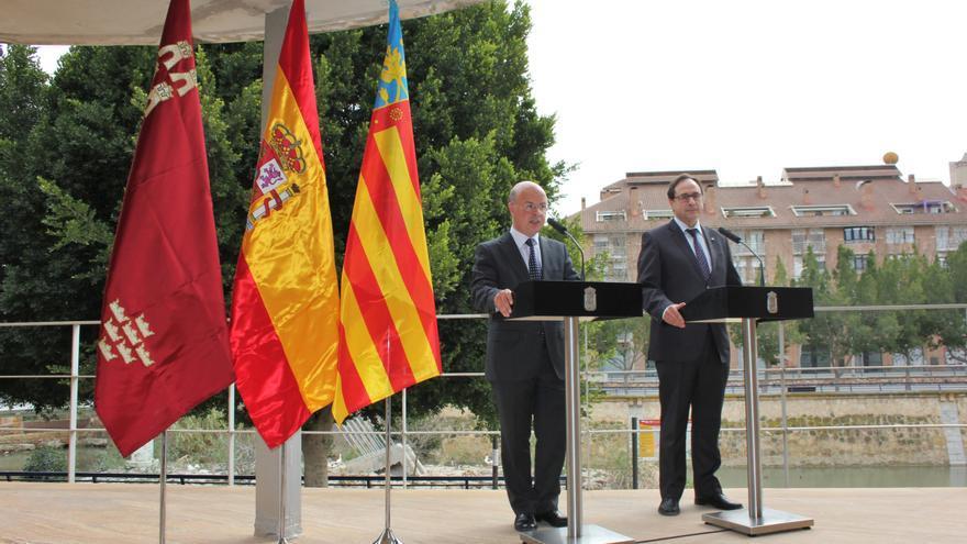 El consejero de Hacienda de Murcia, Andrés Carrillo junto al conseller de Hacienda valenciano, Vicent Soler