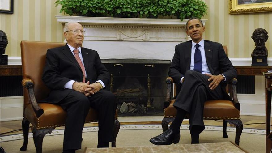"""Obama y Essebsi se comprometen a fortalecer a la """"joven democracia"""" tunecina"""