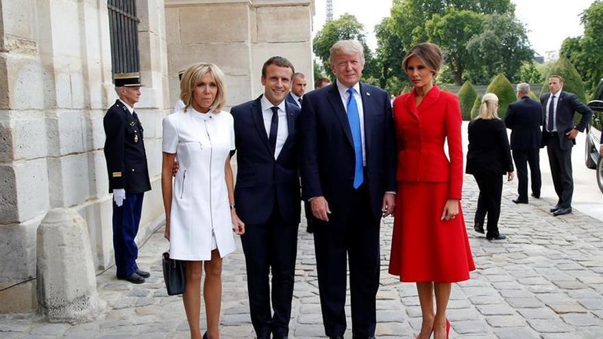 El presidente francés, Emmanuel Macron, recibe a su homólogo estadounidense, Donald Trump.