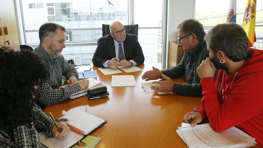 Oria confirma que el Gobierno asumirá en 2019 los daños del lobo en toda Cantabria