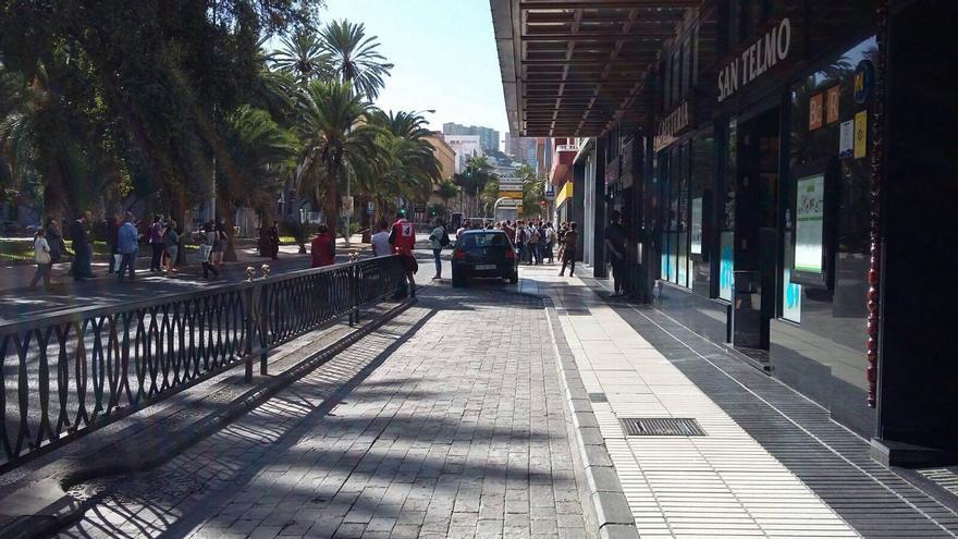 Agentes de la Policía Nacional acordonan la calle Bravo Murillo