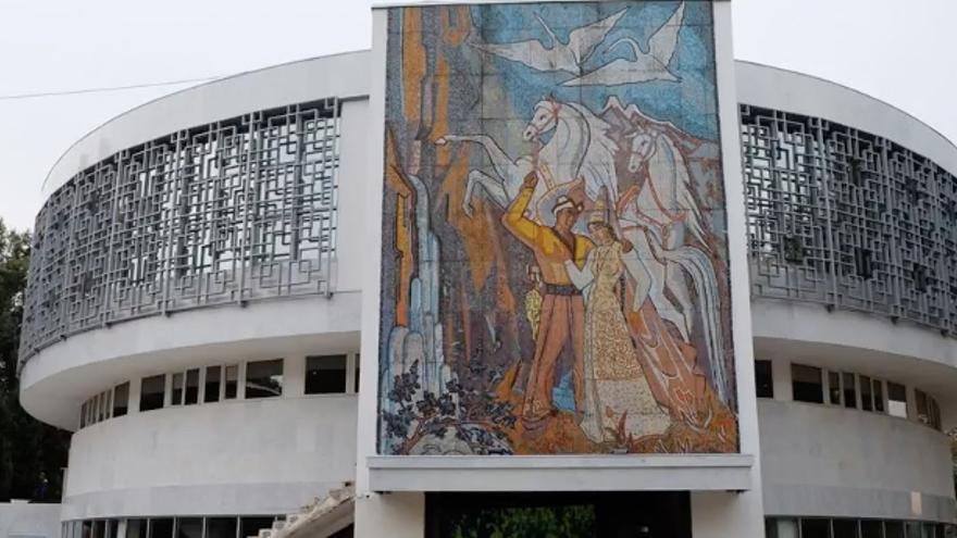 Algunos de los murales soviéticos se conservan en buen estado, mientras que otros están prácticamente desaparecidos