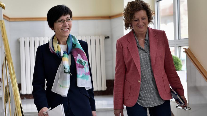La consejera de Seguridad, Estefanía Beltrán de Heredia, con la directora de Arkaute, Malentxo Arruabarrena