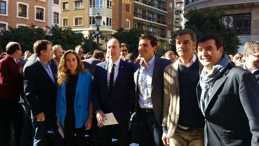 Rivera se compromete a no gobernar ni con nacionalistas ni separatistas e insta a Sánchez a decir lo mismo