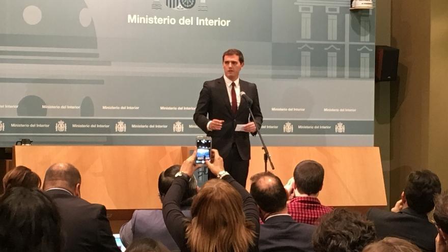 Rivera discrepa de las palabras del Papa sobre terrorismo y Podemos las defiende