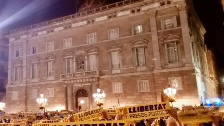 """Concentraciones en toda Cataluña piden la """"libertad de presos políticos"""""""
