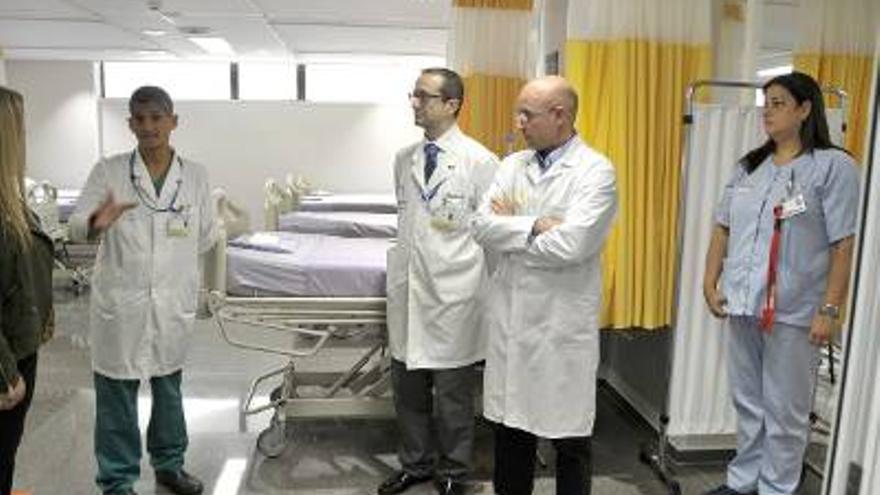 El gerente del Hospital Doctor Negrín, en la inauguración del nuevo espacio de Urgencias.