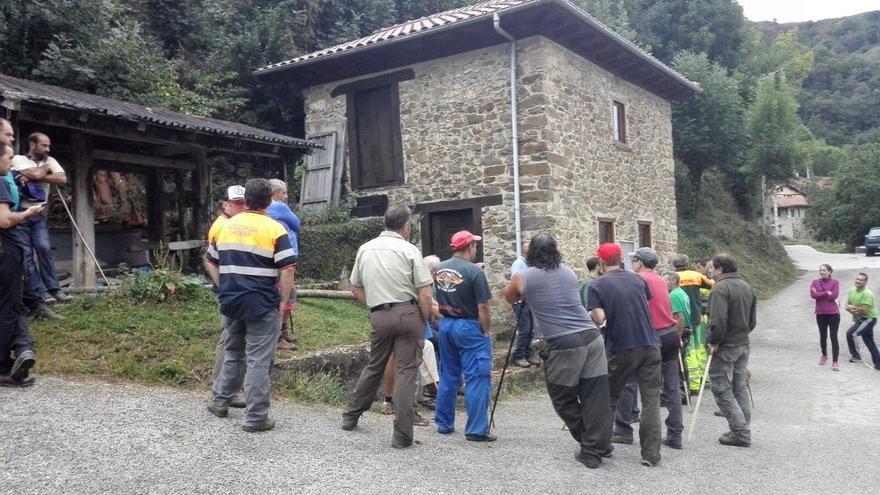 Voluntarios de Protección Civil de Santander con perros se suman a la búsqueda del hombre de Pesaguero
