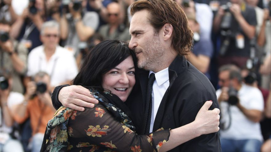 Lynne Ramsay, directora de 'You were never really there', y Joaquin Phoenix