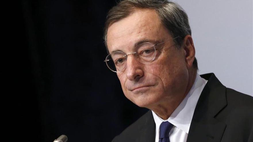 Draghi dice que la bajada de los tipos de interés ayudará a empresas y hogares