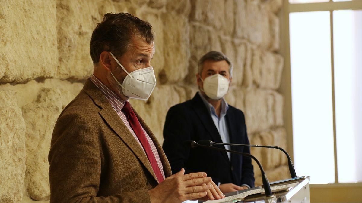 David Dorado y Miguel Ángel Torrico, en rueda de prensa en el Ayuntamiento.