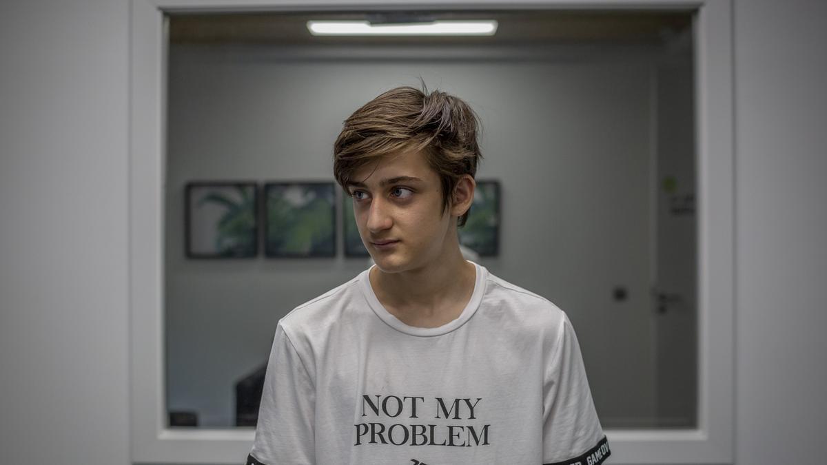 Emilio Criado, de 14 años, acudió al psicólogo por primera vez por una adicción a las nuevas tecnologías desarrollada durante el confinamiento.