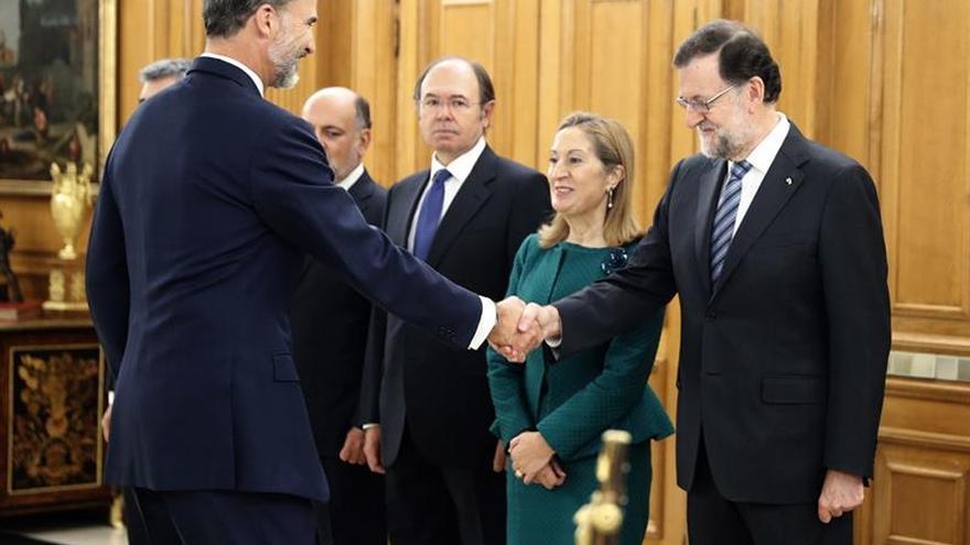 Los ministros del nuevo Gobierno juran o prometen sus cargos ante Felipe VI
