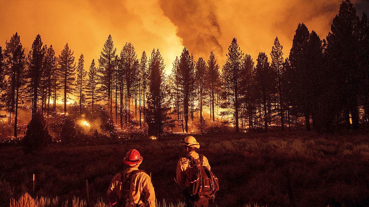 El fuego no afloja en las costas oeste de Estados Unidos y Canadá.