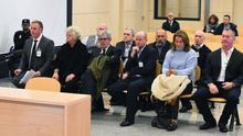 Los miembros de la organización de John Palmer en Canarias, durante el juicio en la Audiencia Nacional. (EFE)