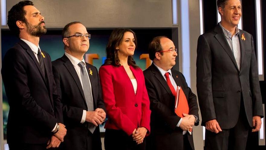 Arrimadas intuye un pacto comunes-ERC y Domènech ve a Cs como la opción de Aznar