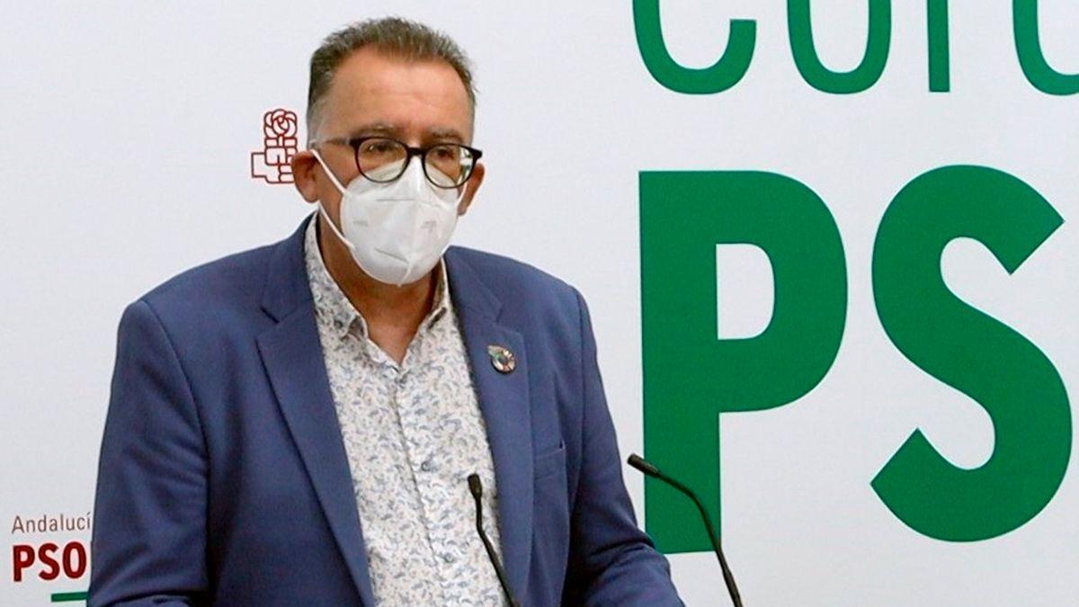 El miembro de la Comisión Ejecutiva Provincial del PSOE y alcalde de El Viso, Juan Díaz, en la sede de su partido.