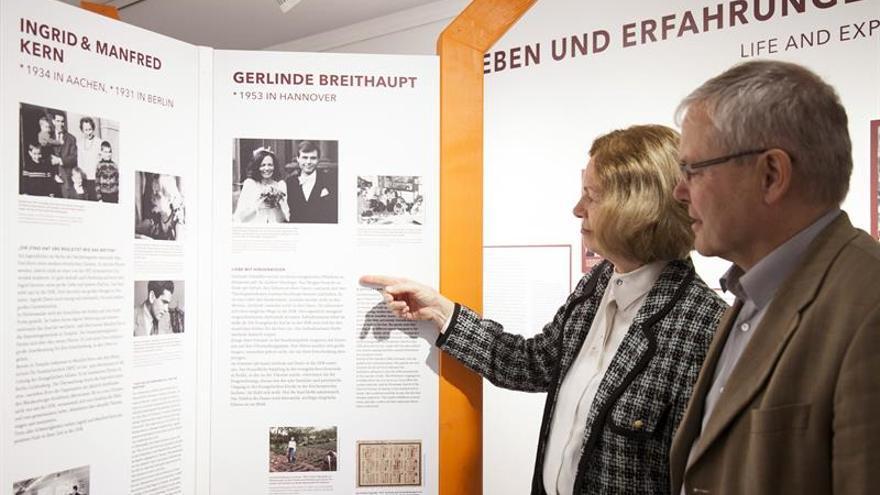 Muestra en Berlín analiza la emigración de la Alemania occidental a la comunista