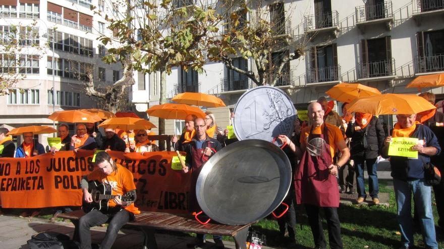 Concentración en Pamplona para reclamar la absolución de los 28 jóvenes juzgados por su pertenencia a Segi