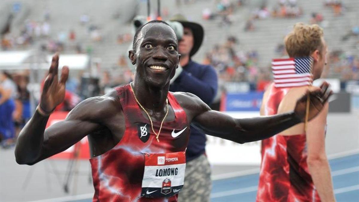Lopez Lomong, tras ganar una carrera de 5.000 metros en una competición en EE UU en 2019.