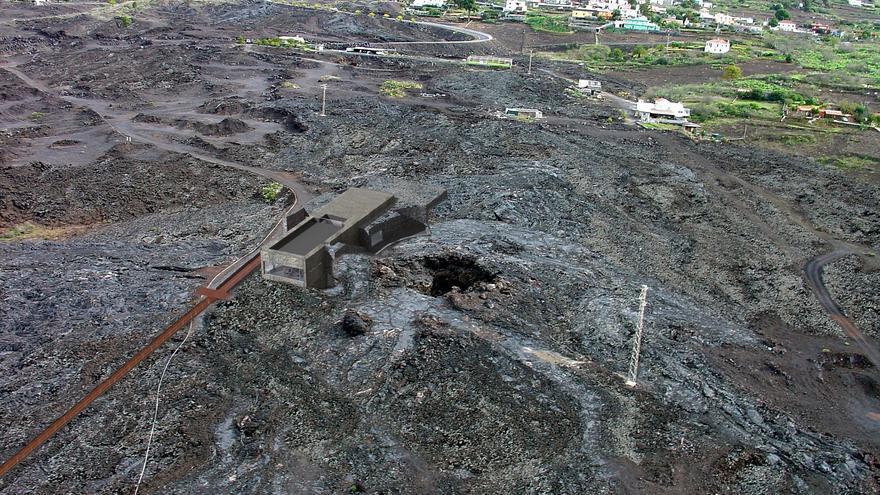 En la imagen, el Centro de Interpretación mimetizado en la colada volcánica.