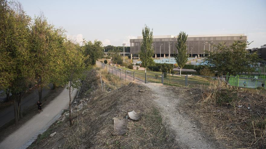 Una de las zonas junto a la Caja Mágica donde próximamente se construirá una nueva zona verde. / F. S.