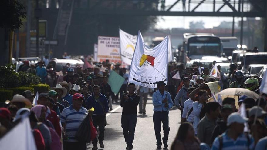 Guatemaltecos exigen la renuncia del presidente de Guatemala Jimmy Morales