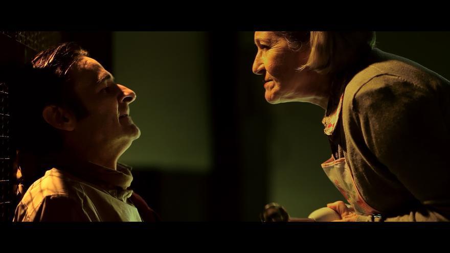 Los actores Edna Fontana y Antonio Gómez en 'Trato preferente', de Carlos Polo