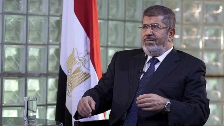 Mursi busca inversiones en Brasil para reavivar la economía de Egipto