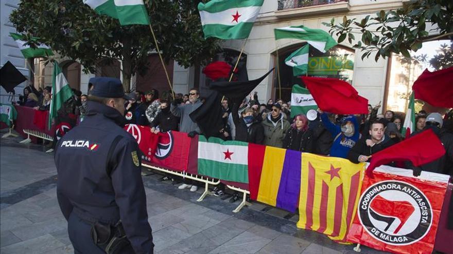Celebran el aniversario de la Toma de Granada entre gritos pero sin incidentes