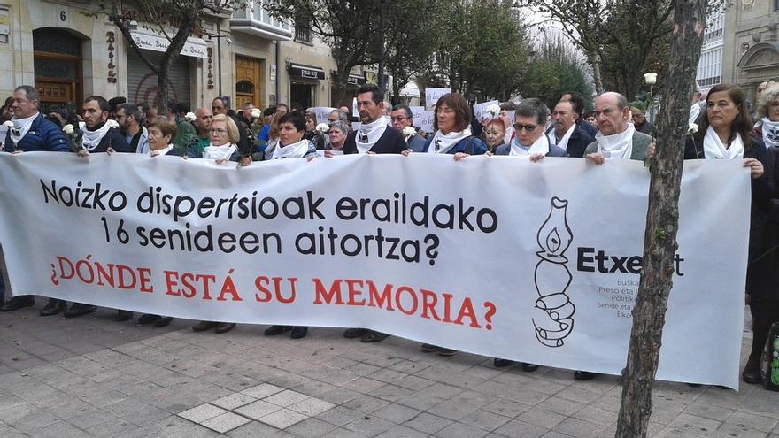 """Etxerat pide que el Día de la Memoria recuerde a los 16 familiares de presos de ETA """"víctimas de la dispersión"""""""