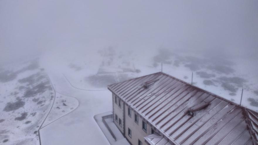 Izaña amanece nevado este 23 de marzo.