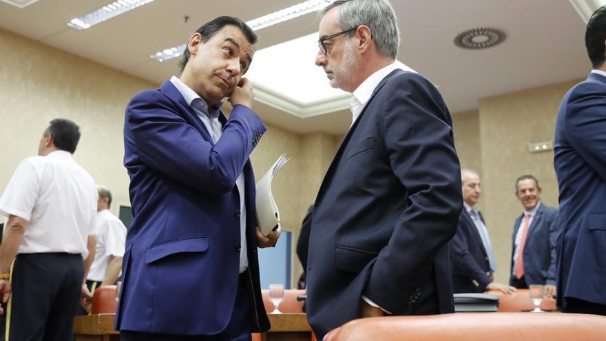 El vicesecretario de Organización del PP, Fernando Martínez Maillo, conversa con el vicesecretario general de Ciudadanos,José Manuel Villegas