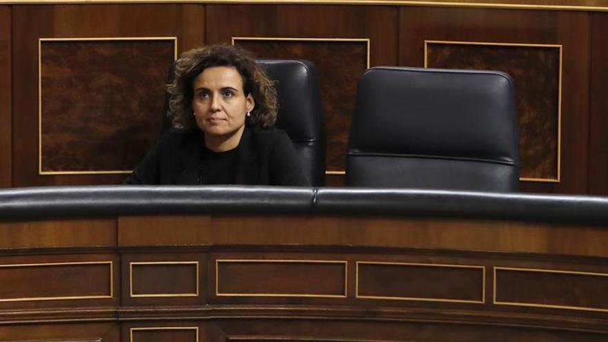 La ministra de Sanidad sentada en el banco azul del Gobierno