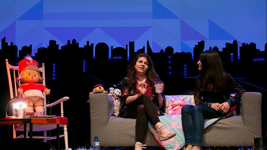 Caitlin Moran con Marta Salicrú en el Primera Persona (CCCB, Barcelona)