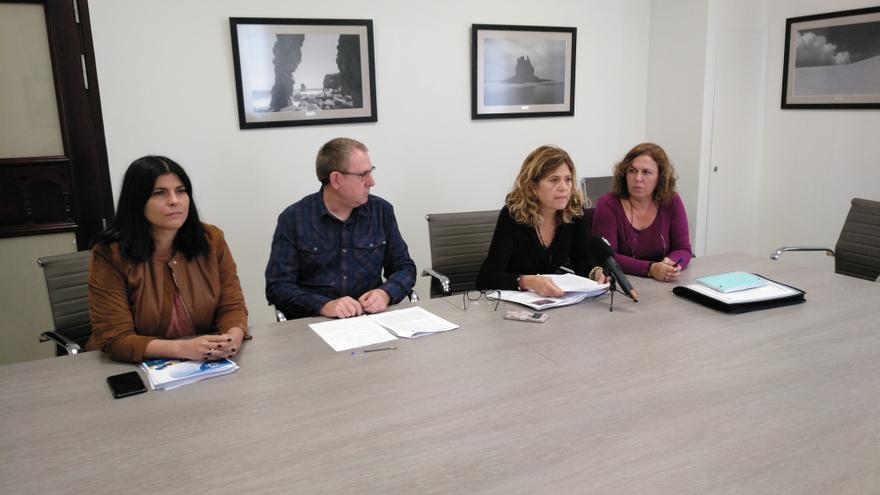 Consejeros integrantes del grupo Podemos en el Cabildo de Tenerife, en la rueda de prensa de este jueves