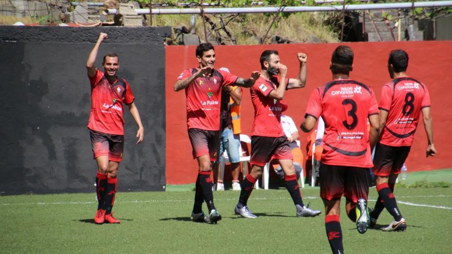 Los jugadores del CD Mensajero celebran un gol este domingo. Foto. JOSÉ AYUT.