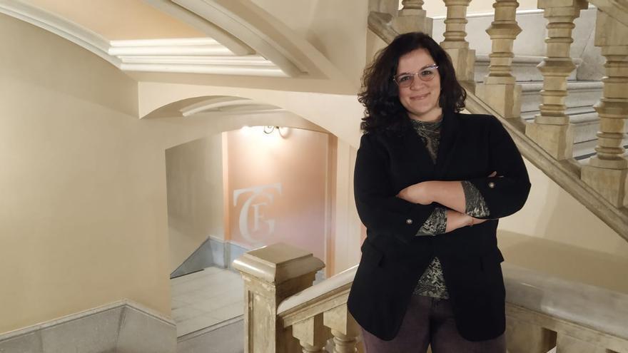 Elena Merino posa en el interior del Teatro Falla.