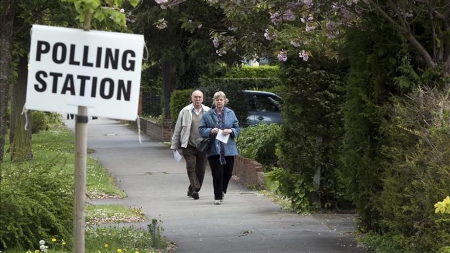 Cuenta atrás para cierre de las urnas en el Reino Unido bajo la incertidumbre