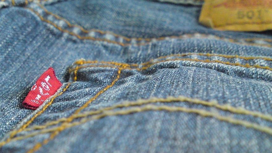 ¿Se debe lavar la ropa nueva antes de estrenarla?